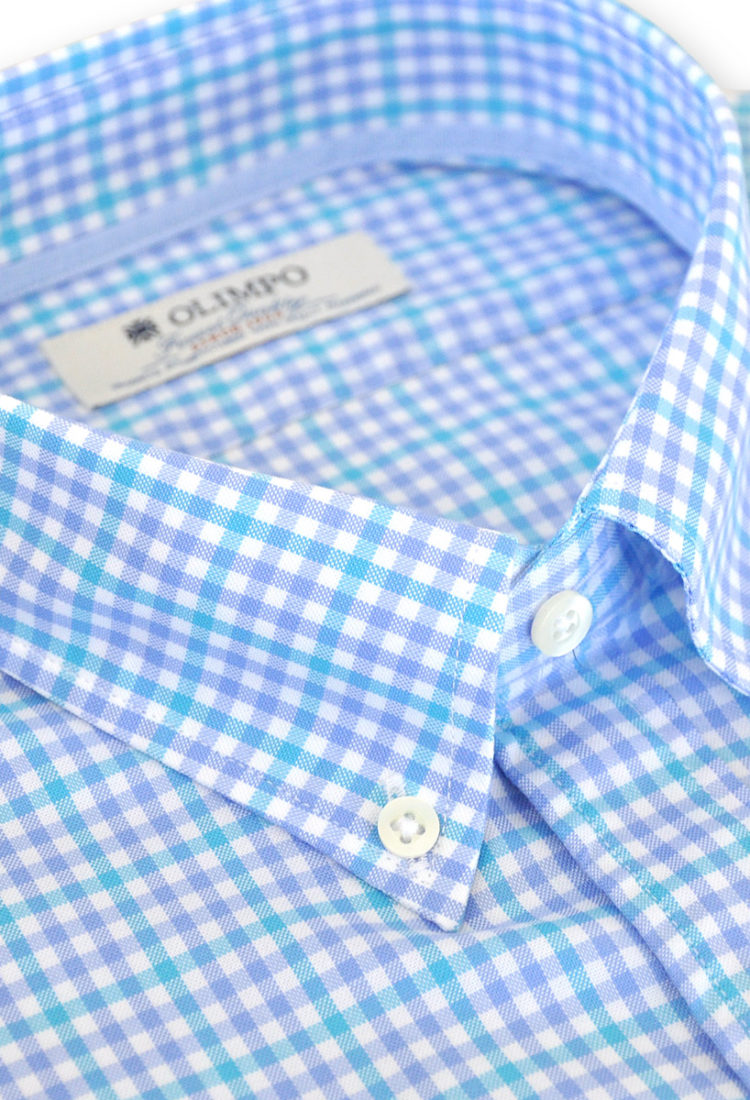 Detalle de cuello de camisa hombre de cuadros azules, marca Olimpo