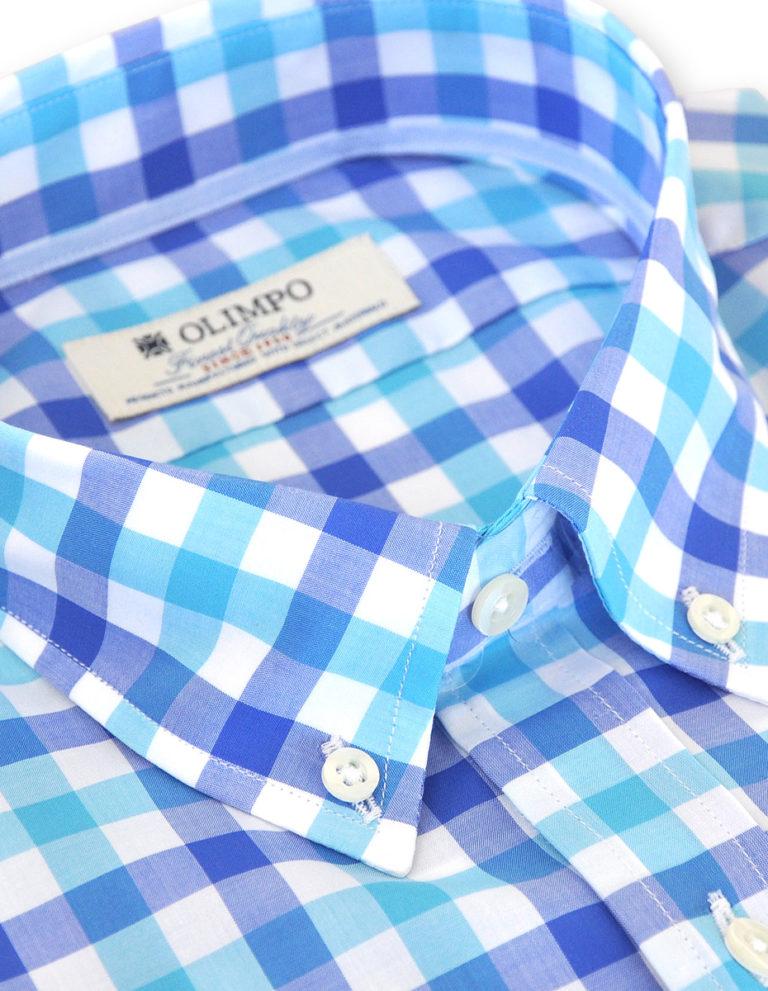 Detalle de cuello de camisa hombre de cuadros azules