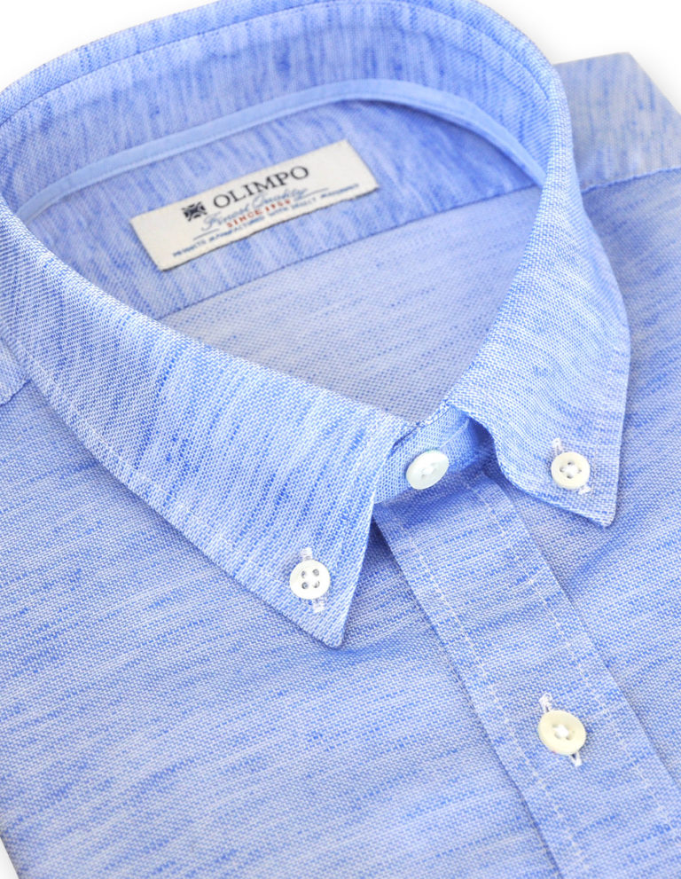 Cuello de camisa azul de OLIMPO