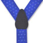Detalle de tirantes para hombre de color azul con estampados geométricos