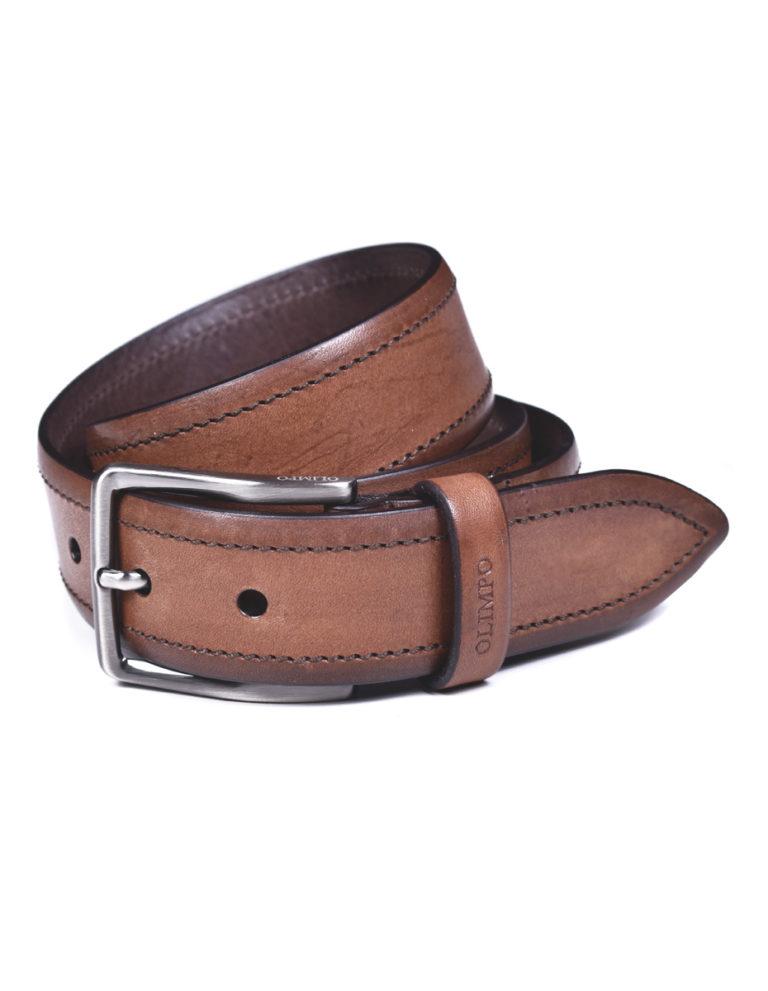 cinturón marrón hombre